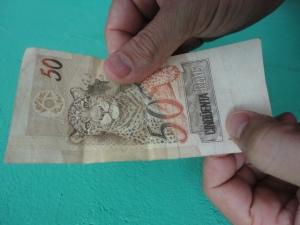 Tecnologia na falsificação de dinheiro chama atenção de comerciantes em Alto Taquari
