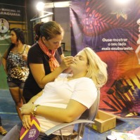 Mulheres e crianças foram maquiadas por profissionais de O Boticário. Foto: Cassiane News