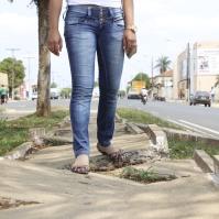 Calçadas quebradas são encontradas em Santa Rita do Araguaia.
