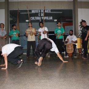 """Grupo de capoeira """"Quilombo Angola"""" faz apresentação em encerramento daJURA"""