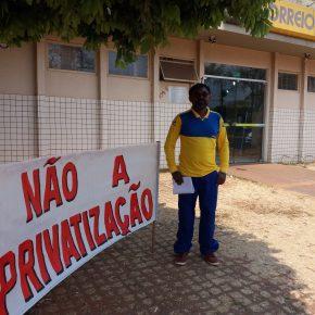 """""""Querem sucatear uma estatal que é do povo"""", diz funcionário dosCorreios"""